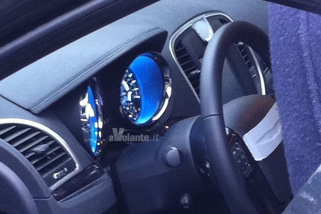 Chrysler 300c spy plancia mod