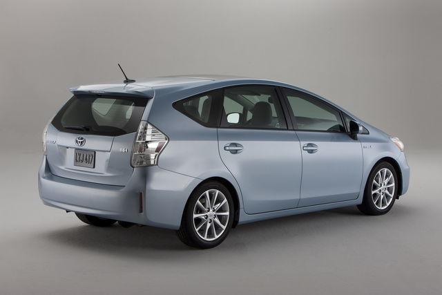 Toyota prius v 2011 01 12