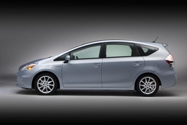 Toyota prius v 2011 01 13