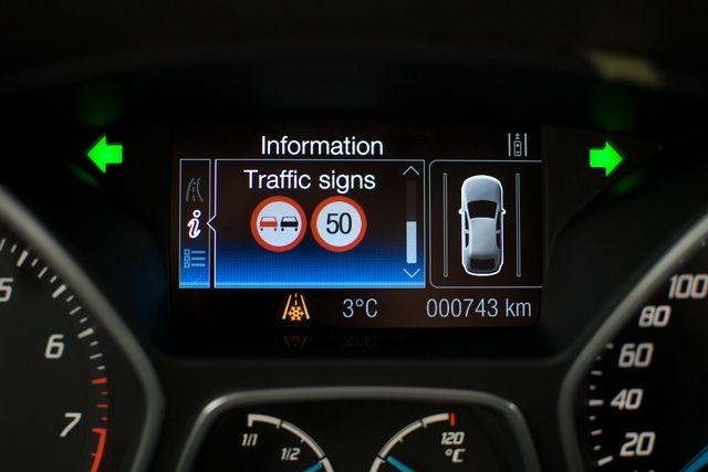 ford_safety_tour_trafficsignrecognition_01.jpg