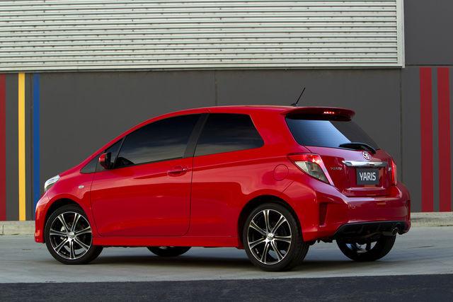 Toyota yaris 3p 2012 03