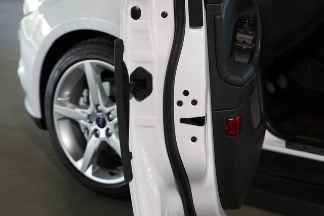 Ford focus door protect 07