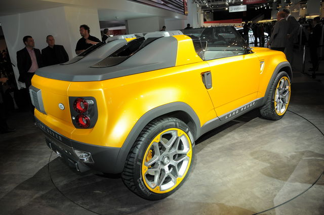 Land rover defender concept 04