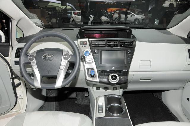 Toyota prius plus 17