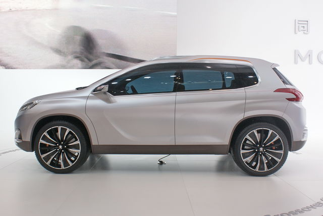 Peugeot urban crossover concept 2012 1