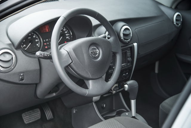 Nissan almera 2012 27