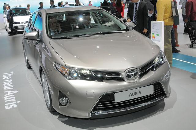 Toyota auris parigi 2012 1