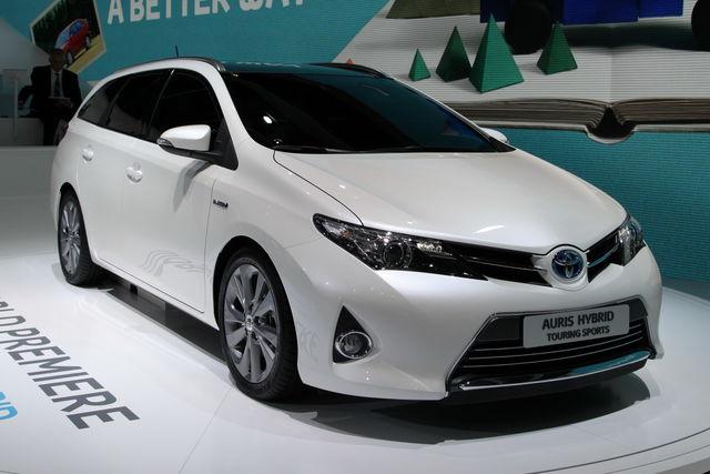Toyota auris wagon parigi 2012 6