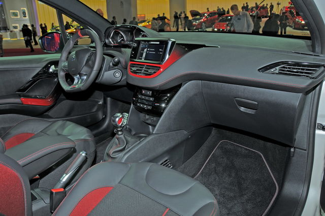 Peugeot 208 gti inetrni