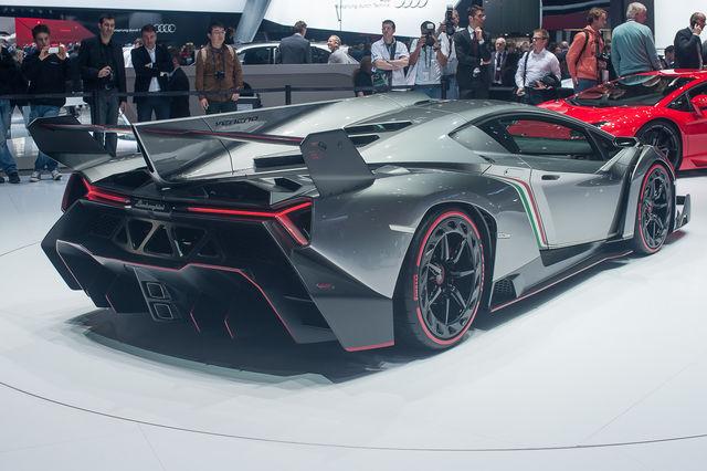 Veneno Lamborghini Da Corsa Per La Strada