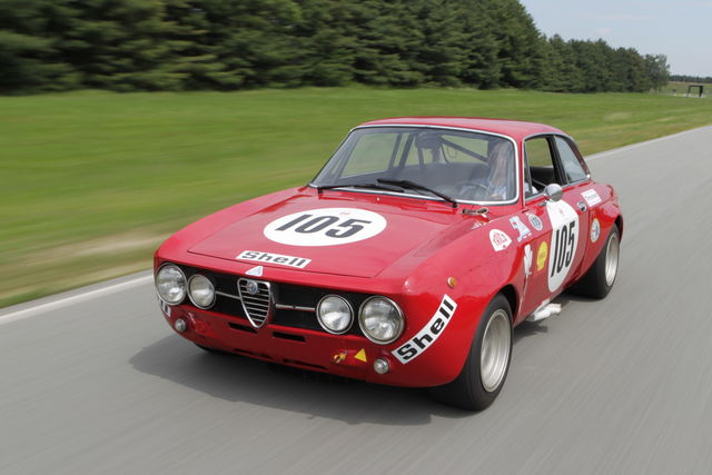 Alfa Gt Anni 70.In Pista Con Le Alfa Romeo Giulia Tz E Gta