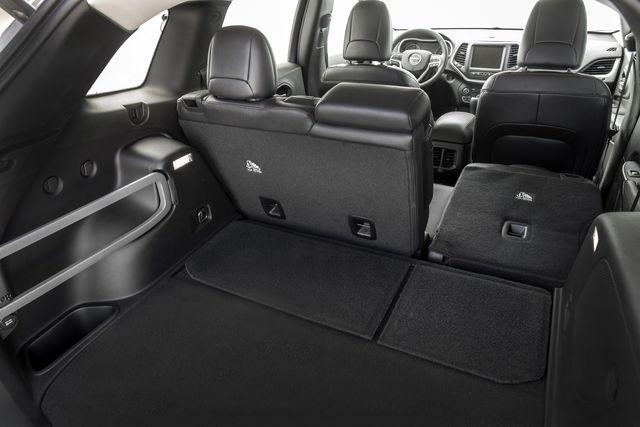jeep cherokee prova scheda tecnica opinioni e dimensioni. Black Bedroom Furniture Sets. Home Design Ideas