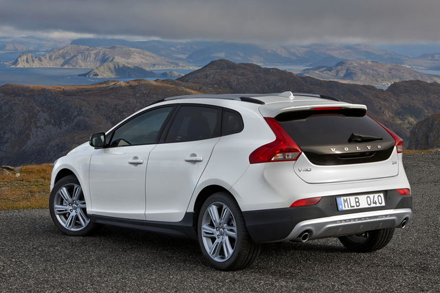 volvo v40 cross country nuovo motore per la t5 awd. Black Bedroom Furniture Sets. Home Design Ideas
