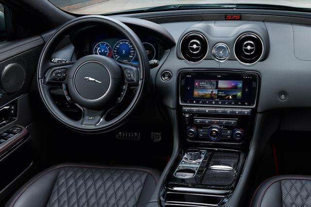 Jaguar XJR575: oltre i 300 km/h!
