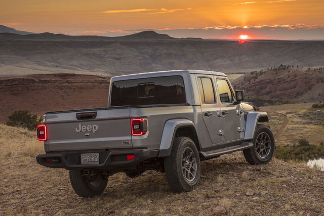 Gladiator: anche la Jeep ha il suo pick-up Jeep-gladiator-2018-11_15