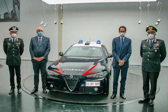 Divise andranno in SEAT - Pagina 3 Alfa-romeo-giulia-carabinieri_3