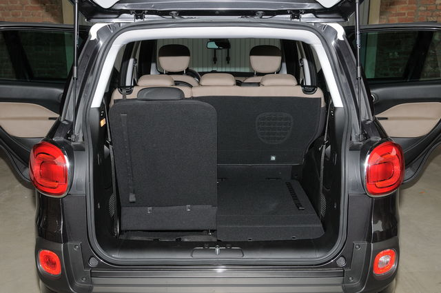 Fiat 500l living prova scheda tecnica opinioni e for Quali sono le dimensioni di un garage per due auto