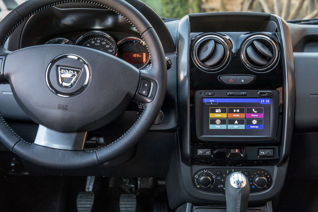 Dacia duster prova scheda tecnica opinioni e dimensioni for Duster interni