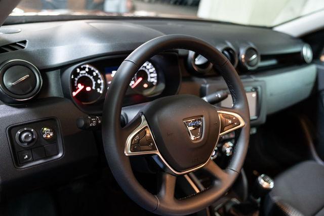 Dacia duster prova scheda tecnica opinioni e dimensioni 1 6 sce 115 cv gpl prestige 4x2 for Duster interni