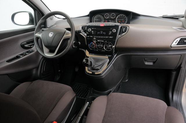 Prova Lancia Ypsilon Scheda Tecnica Opinioni E Dimensioni 09 Blackred