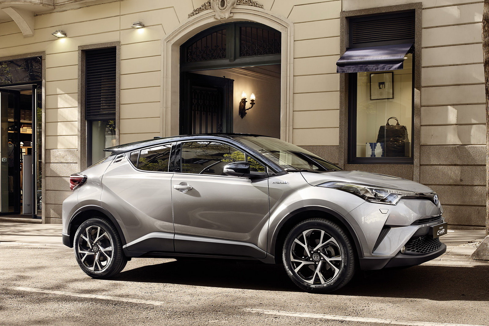 Foto - Toyota C-HR: annunciati i prezzi