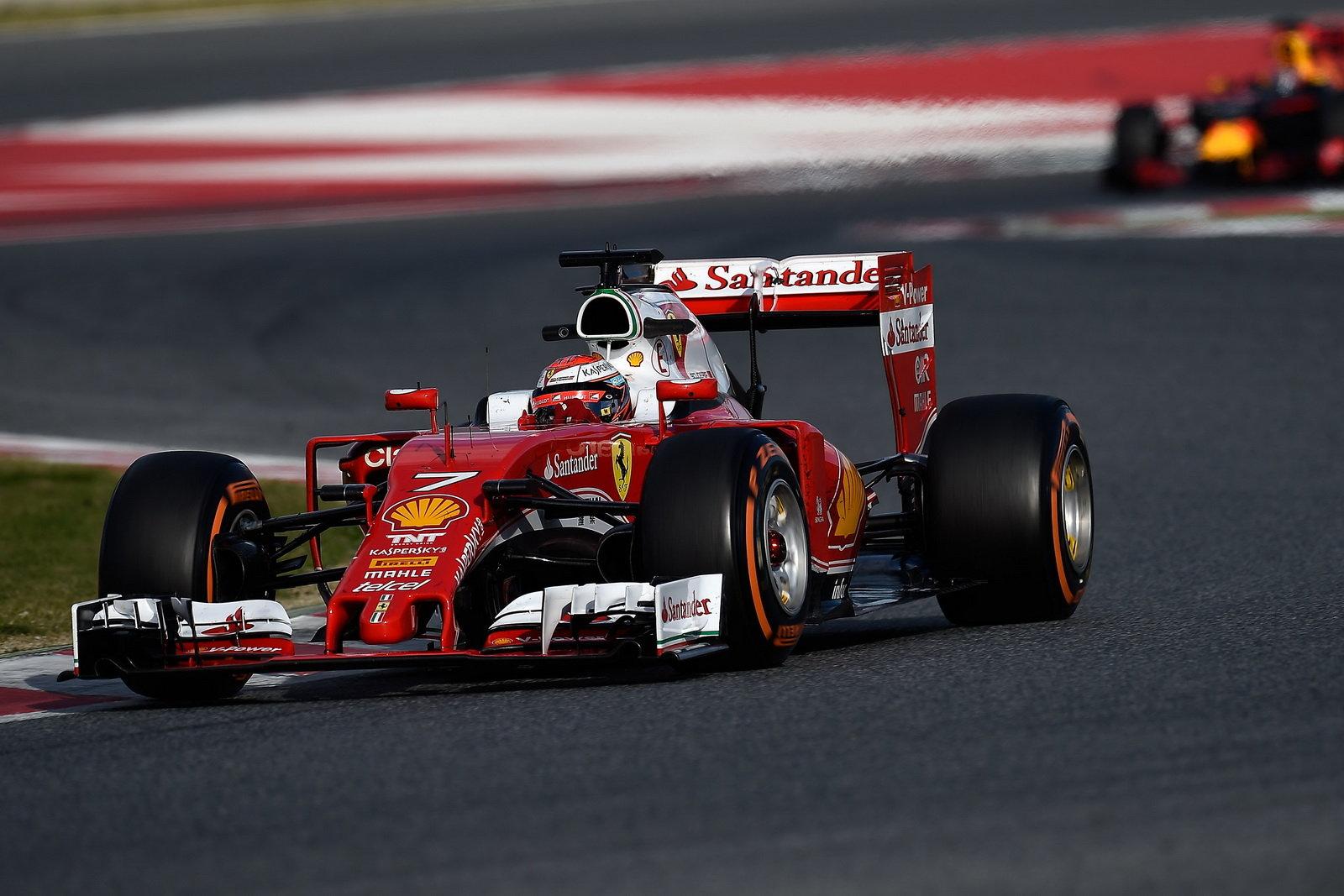 """Foto - Formula 1: la Ferrari prova il """"cupolino"""""""