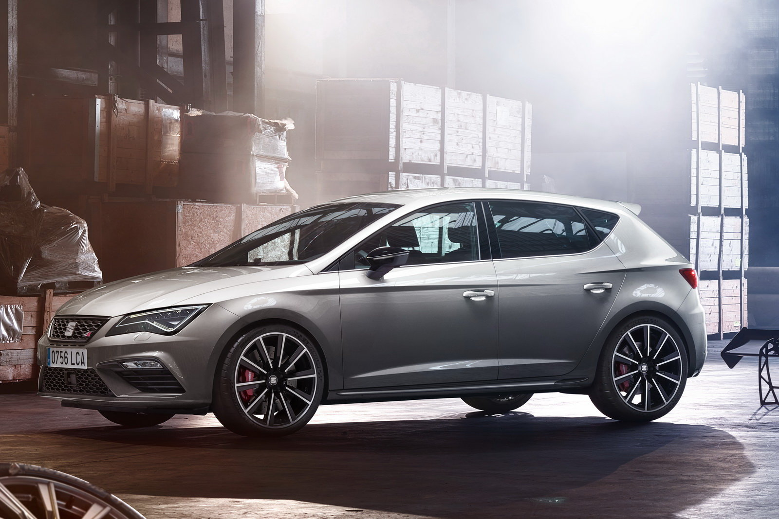 foto la seat leon cupra sale a quota 300 cv. Black Bedroom Furniture Sets. Home Design Ideas