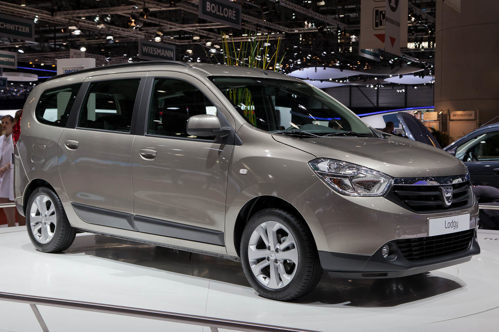 Foto dacia lodgy tanto spazio piccolo prezzo for Dacia immagini