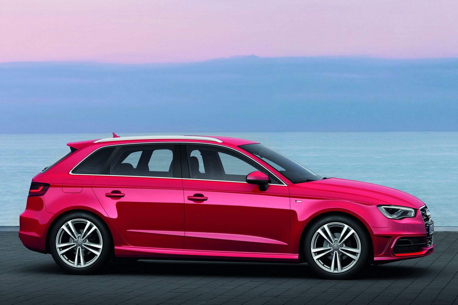 foto audi a3 sportback arrivano le 5 porte e il motore. Black Bedroom Furniture Sets. Home Design Ideas
