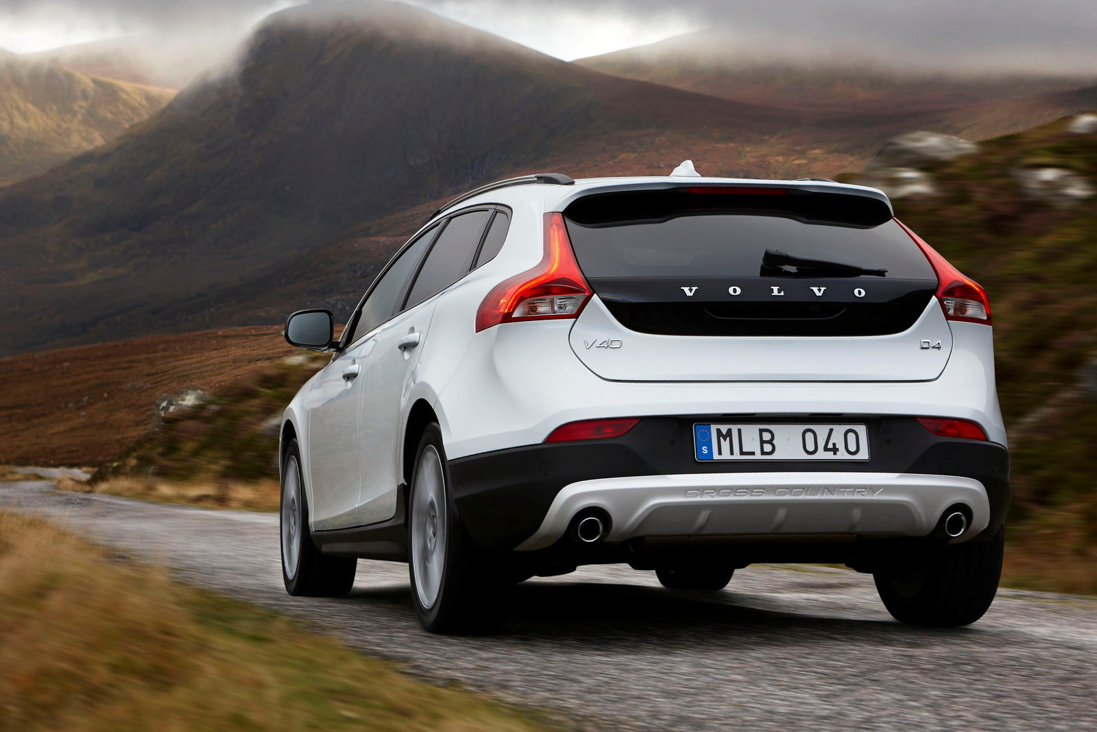 foto volvo v40 cross country nuovo motore per la t5 awd. Black Bedroom Furniture Sets. Home Design Ideas