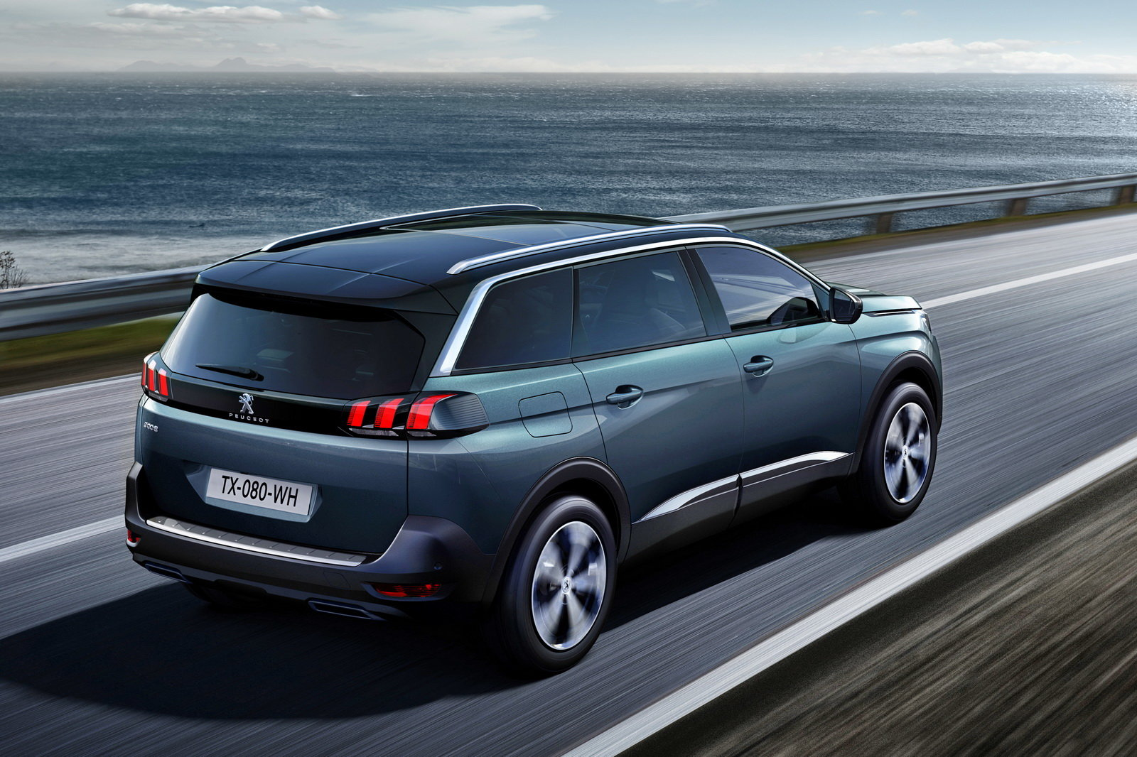 foto la peugeot 5008 si trasforma in una suv. Black Bedroom Furniture Sets. Home Design Ideas