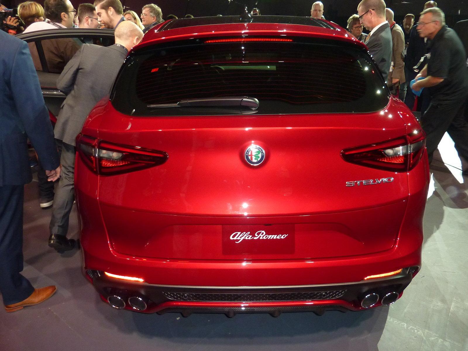 Foto Alfa Romeo Stelvio La Suv Da 285 Orari