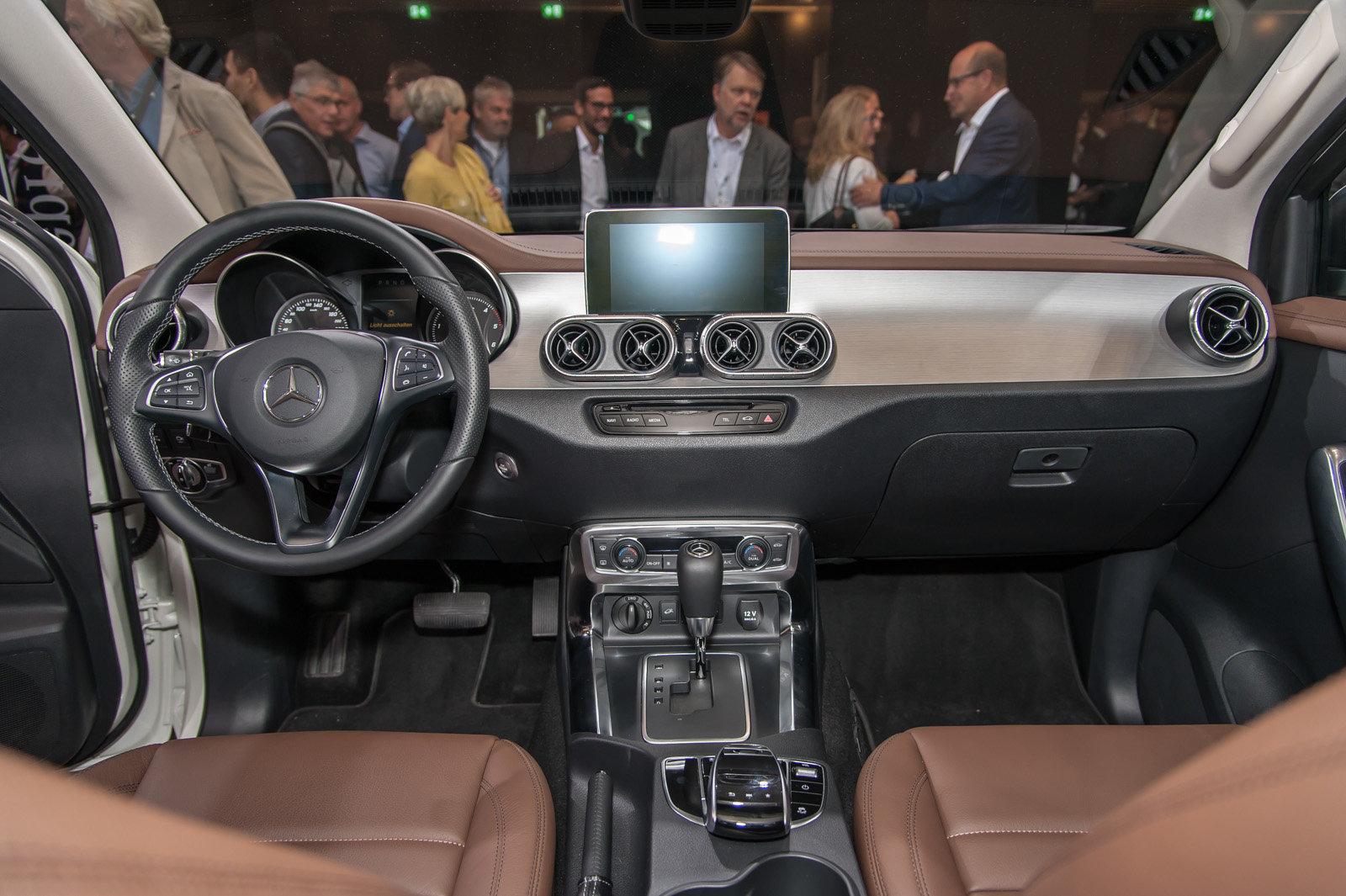 Foto mercedes classe x il pick up di lusso for Mercedes g interno