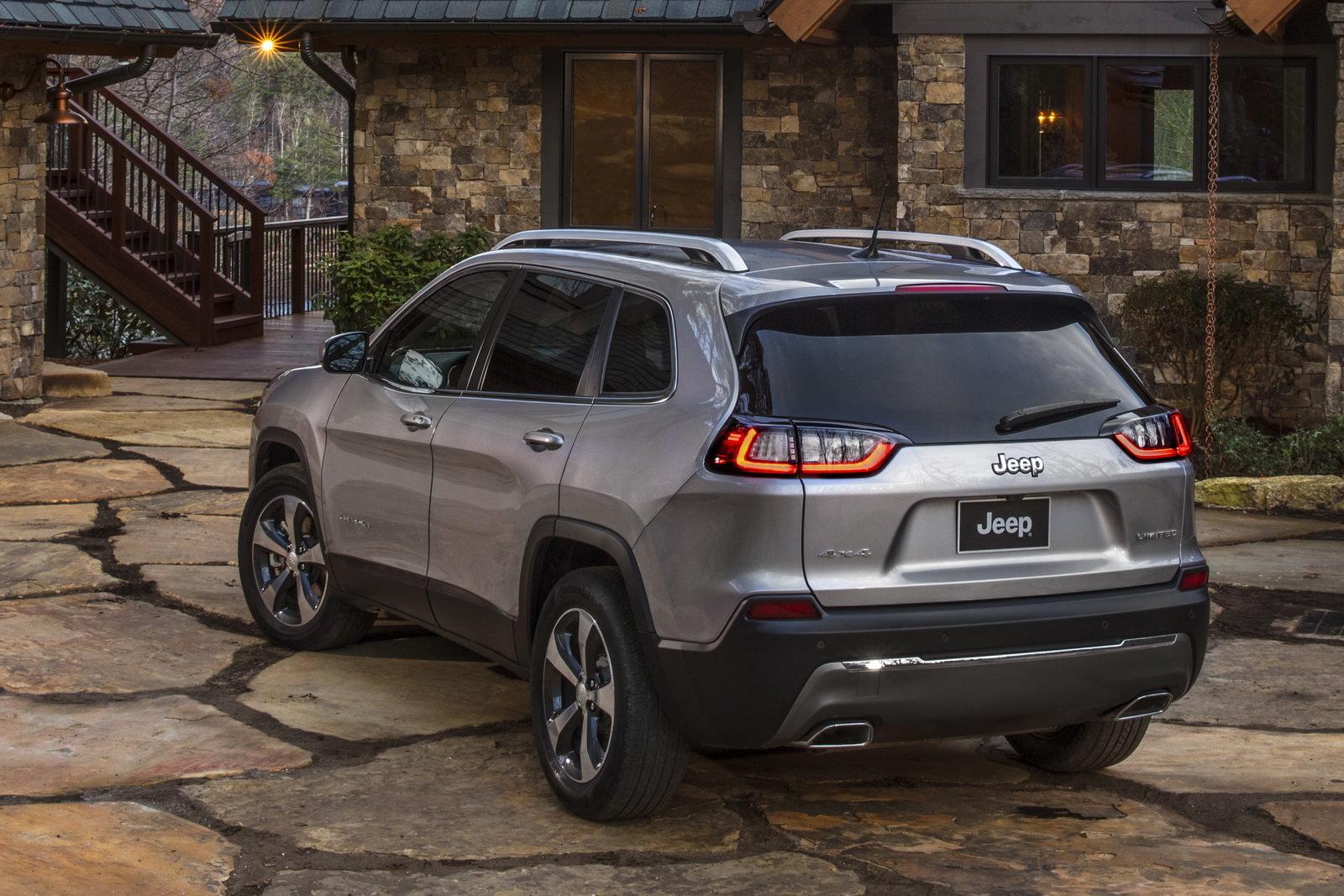 Foto - Jeep Cherokee 2018: le prime immagini