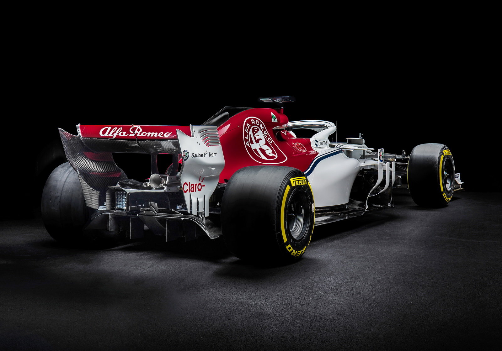 foto ecco l alfa romeo sauber per la f1 2018. Black Bedroom Furniture Sets. Home Design Ideas